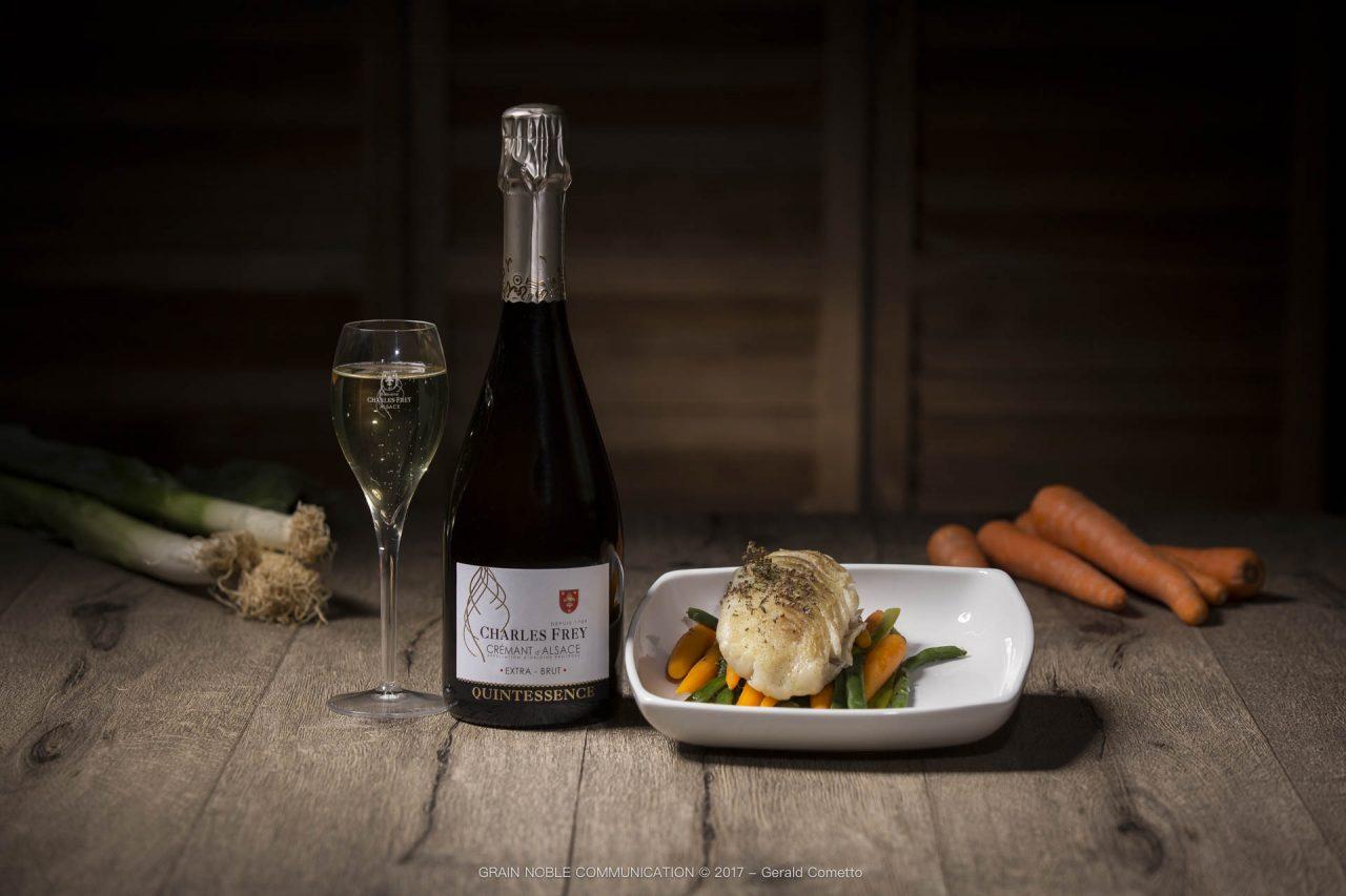 bouteille de Crémant d'Alsace associé avec du poisson