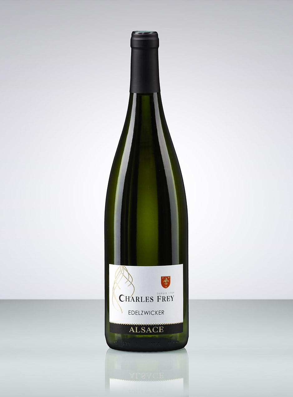 photo d'une bouteille de vin d'Alsace blanc Edelzwicker